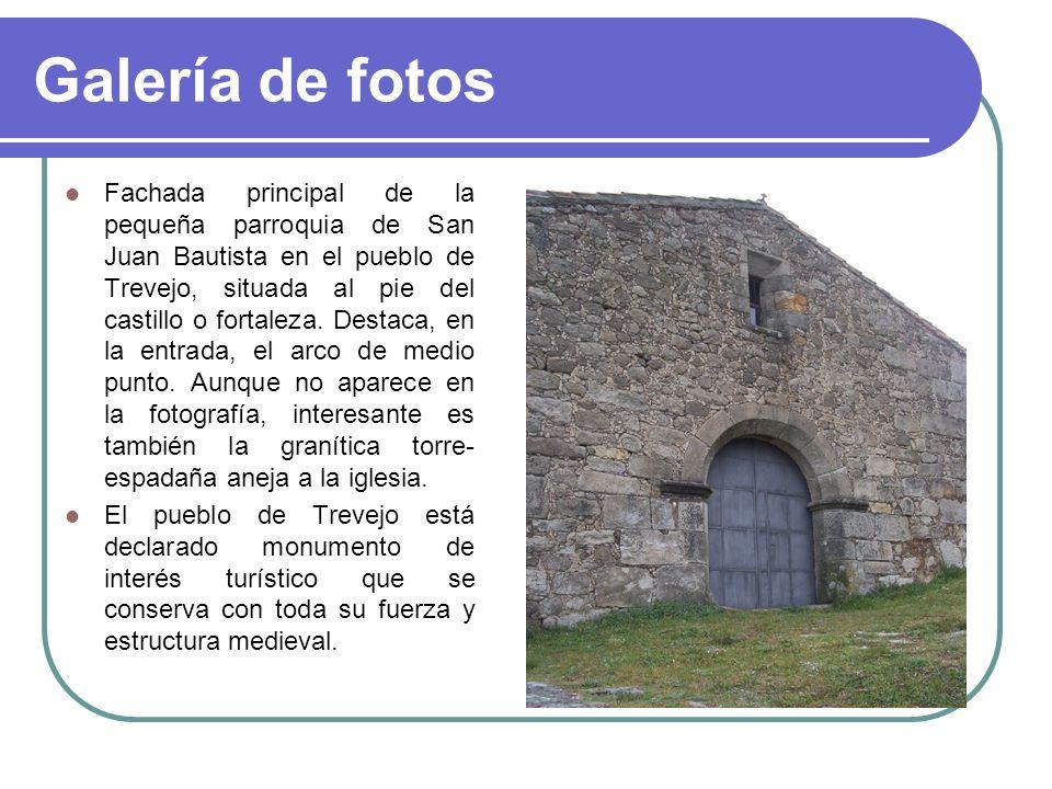 Galería de fotos Fachada principal de la pequeña parroquia de San Juan Bautista en el pueblo de Trevejo, situada al pie del castillo o fortaleza. Dest