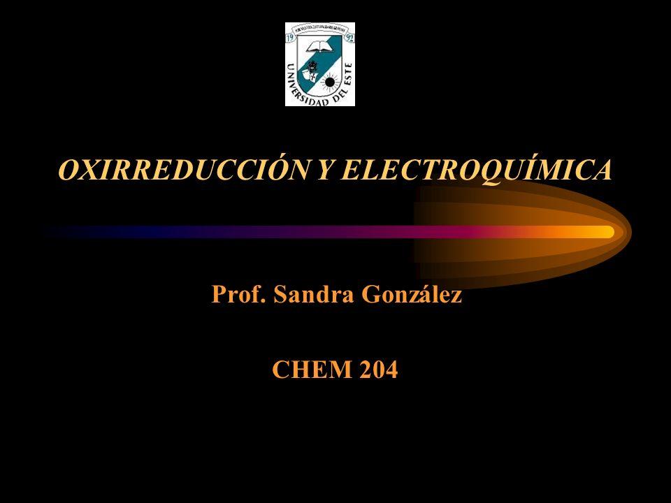 REACCIÓN DE OXIRREDUCCIÓN Reacción donde se transfieren electrones Una de las especies pierde o dona uno o más electrones.
