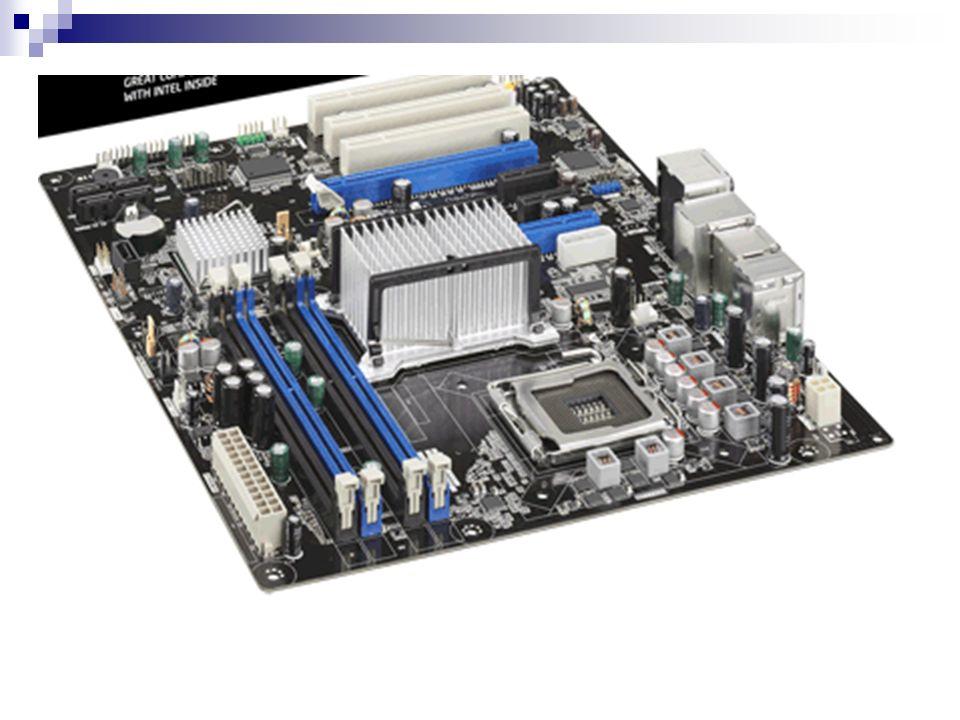 MEMORIA RAM DDR (Double Data Rate) Nombre estándar Velocidad del reloj Tiempo entre señales Velocidad del reloj de E/SE/S Datos transferidos por segundo Nombre del módulo Máxima capacidad de transferencia DDR-200100 MHzMHz10 nsns100 MHz200 millonesPC-16001.600 MiB/sMiB DDR-266133 MHz7.5 ns133 MHz266 millonesPC-21002.133 MiB/s DDR-333166 MHz6 ns166 MHz333 millonesPC-27002.667 MiB/s DDR-400200 MHz5 ns200 MHz400 millonesPC-32003.500 MiB/s DDR-466233 MHz4.2 ns233 MHz466 millonesPC-37003.700 MiB/s DDR-500250 MHz4 ns250 MHz500 millonesPC-40004.000 MiB/s DDR-533266 MHz3.7 ns266 MHz533 millonesPC-42004.200 MiB/s DDR-600300 MHz3.3 ns300 MHz600 millonesPC-48004.800 MiB/s DDR-800400 MHz- ns400 MHz800 MillonesPC-64006.400 MiB/s