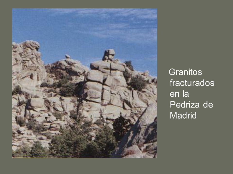 Granitos fracturados en la Pedriza de Madrid