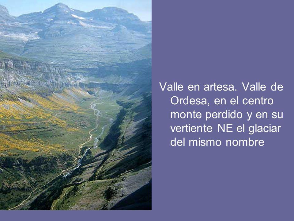 Valle en artesa. Valle de Ordesa, en el centro monte perdido y en su vertiente NE el glaciar del mismo nombre