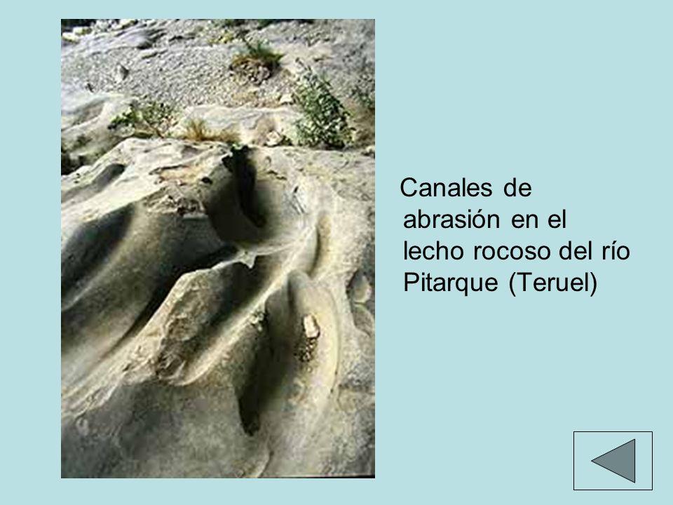 Canales de abrasión en el lecho rocoso del río Pitarque (Teruel)