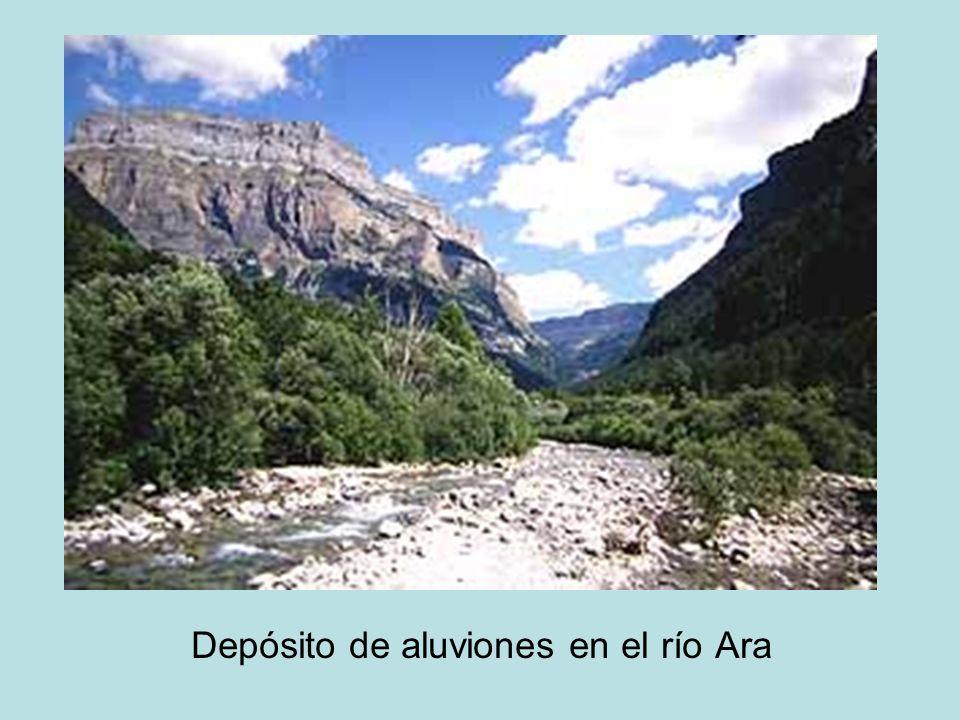 Depósito de aluviones en el río Ara