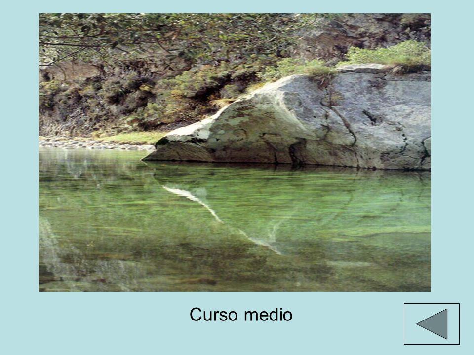 FORMAS DE EROSIÓN valle fluvial en forma de V: esta forma es más cerrada en el curso alto, y más abierta en el bajo.