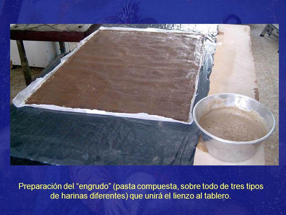 Preparación del engrudo (pasta compuesta, sobre todo de tres tipos de harinas diferentes) que unirá el lienzo al tablero.