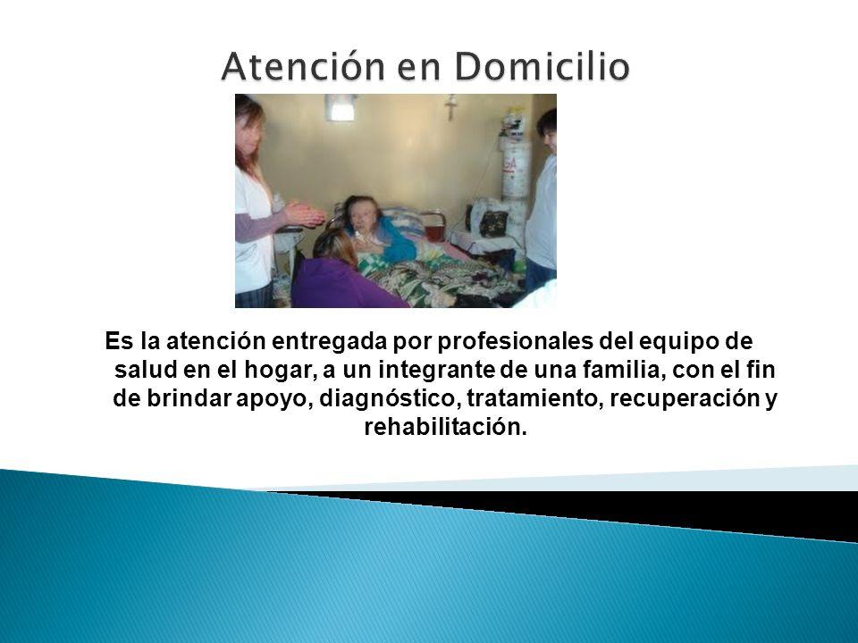 Es la atención entregada por profesionales del equipo de salud en el hogar, a un integrante de una familia, con el fin de brindar apoyo, diagnóstico,