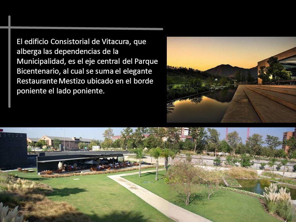 El edificio Consistorial de Vitacura, que alberga las dependencias de la Municipalidad, es el eje central del Parque Bicentenario, al cual se suma el
