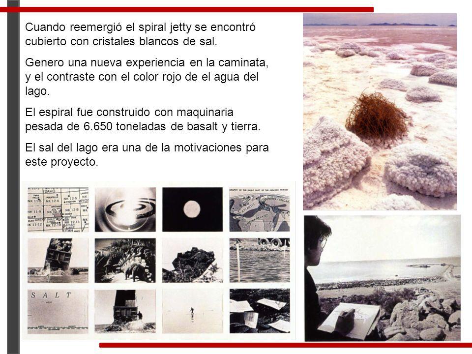 Cuando reemergió el spiral jetty se encontró cubierto con cristales blancos de sal. Genero una nueva experiencia en la caminata, y el contraste con el
