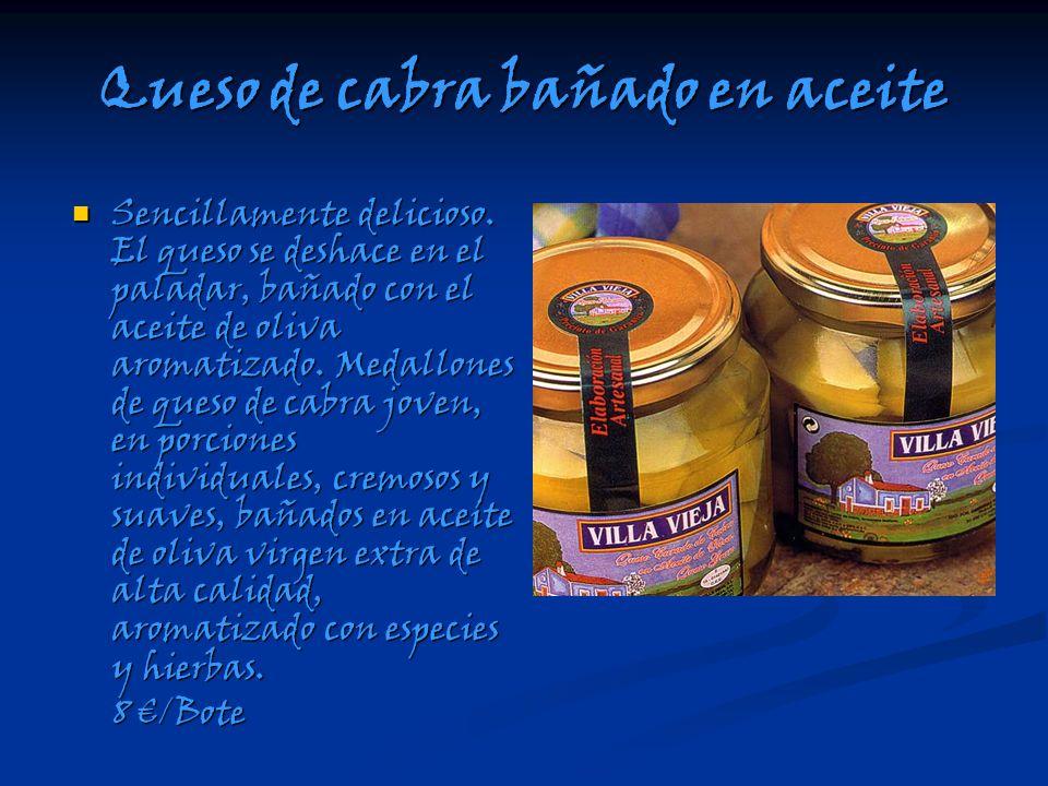 Queso de cabra bañado en aceite Sencillamente delicioso. El queso se deshace en el paladar, bañado con el aceite de oliva aromatizado. Medallones de q