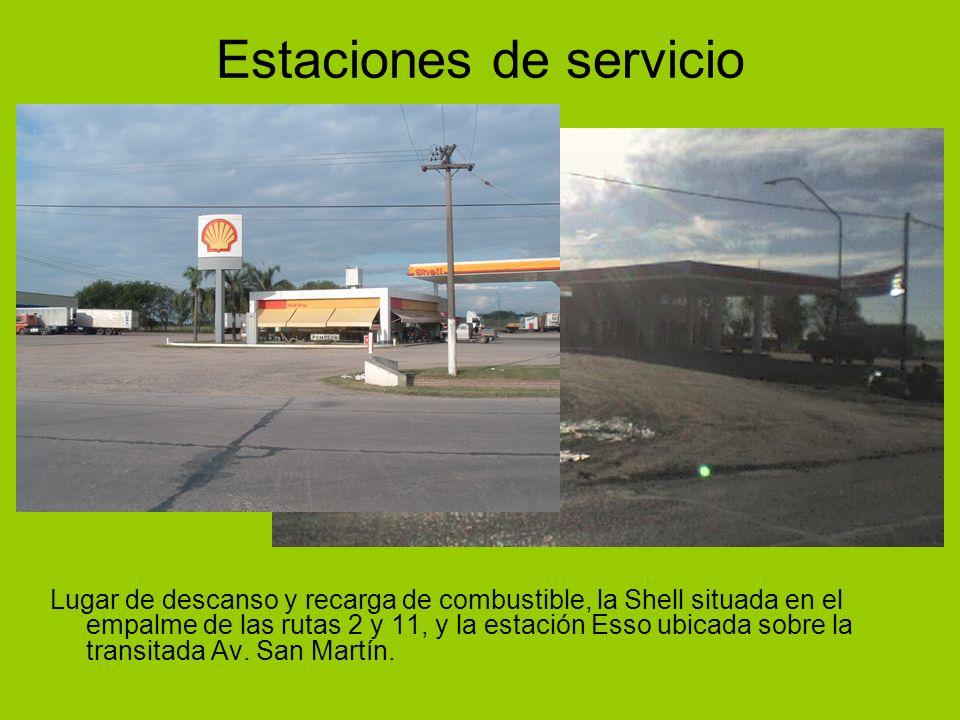 Estaciones de servicio Lugar de descanso y recarga de combustible, la Shell situada en el empalme de las rutas 2 y 11, y la estación Esso ubicada sobr