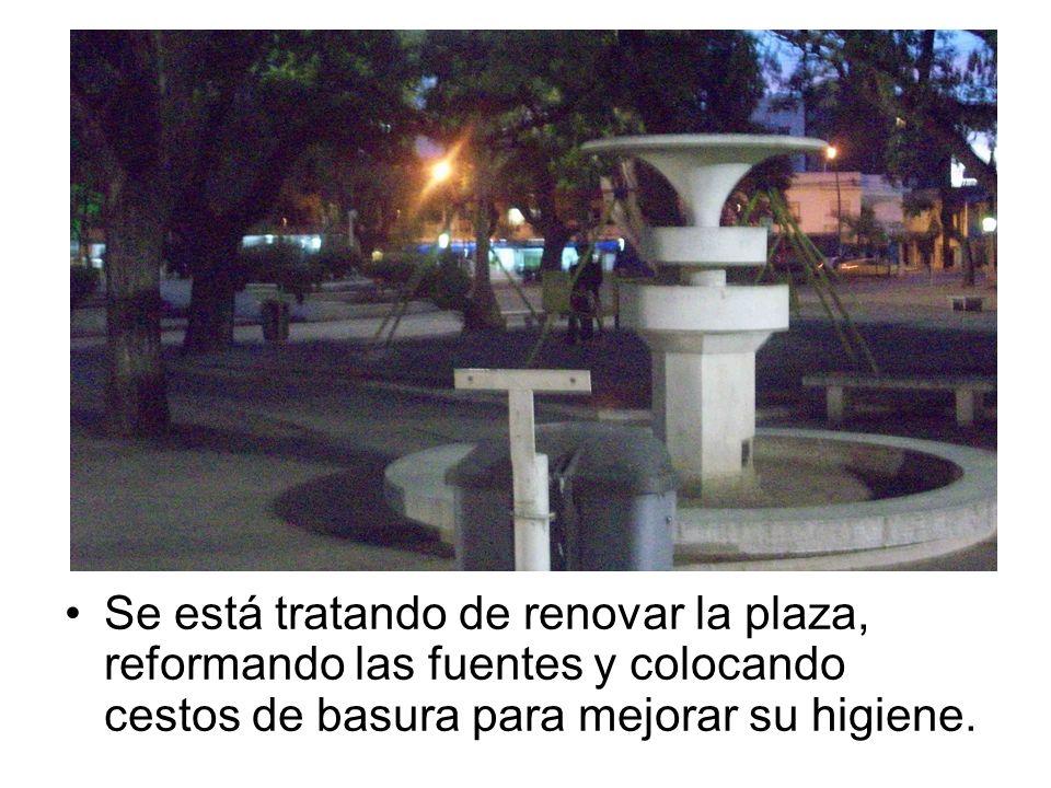 Se está tratando de renovar la plaza, reformando las fuentes y colocando cestos de basura para mejorar su higiene.