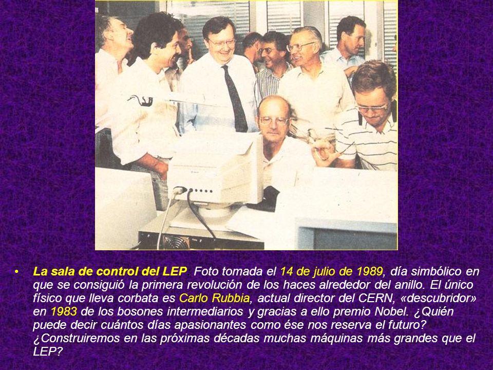 La sala de control del LEP: Foto tomada el 14 de julio de 1989, día simbólico en que se consiguió la primera revolución de los haces alrededor del ani