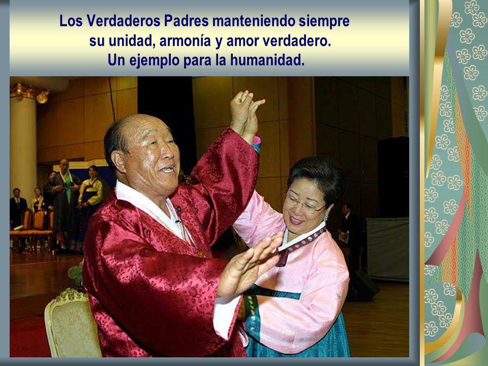 Los Verdaderos Padres manteniendo siempre su unidad, armonía y amor verdadero. Un ejemplo para la humanidad.