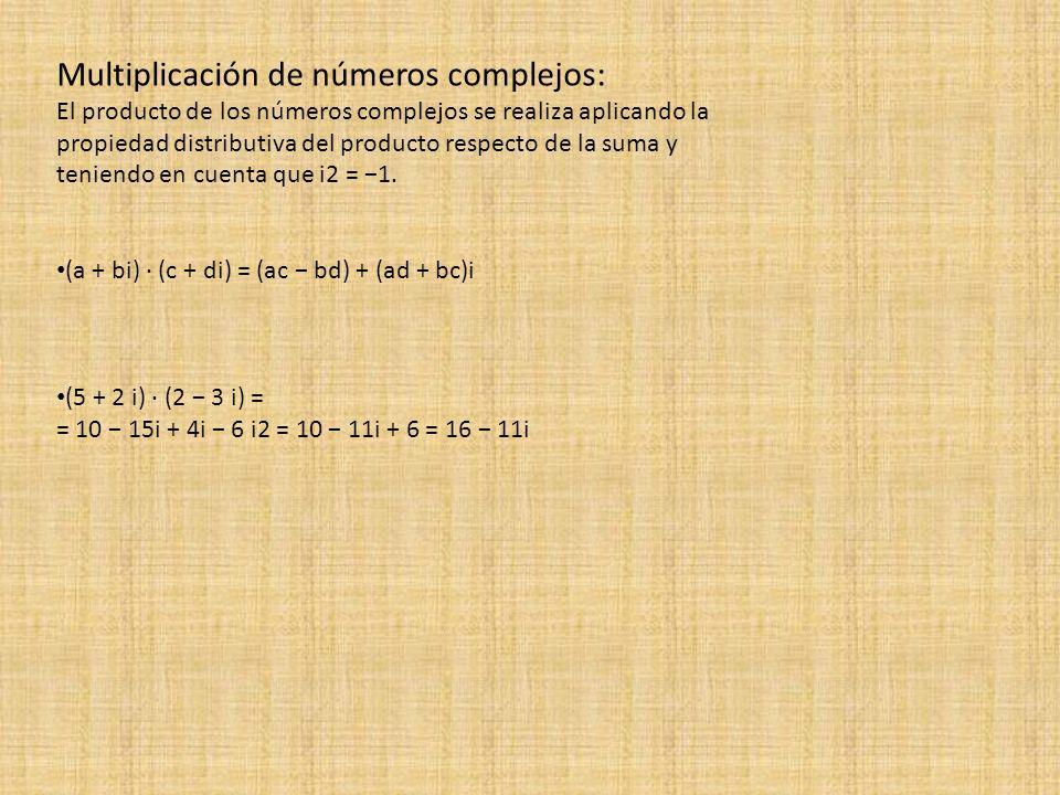 Multiplicación de números complejos: El producto de los números complejos se realiza aplicando la propiedad distributiva del producto respecto de la s