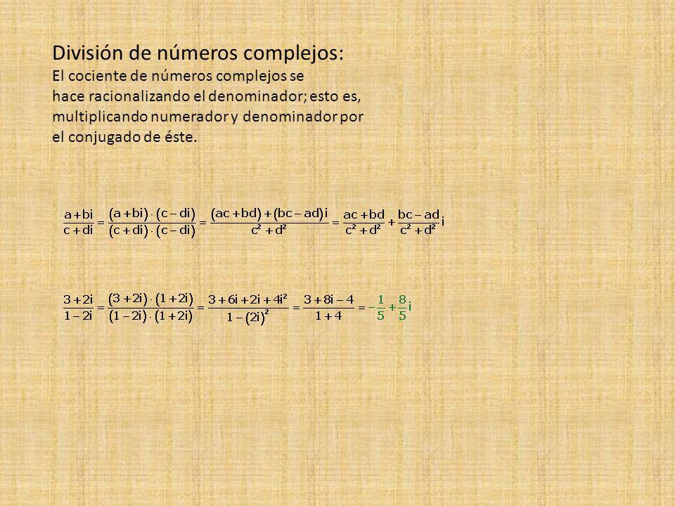 El cociente de números complejos se hace racionalizando el denominador; esto es, multiplicando numerador y denominador por el conjugado de éste. Divis