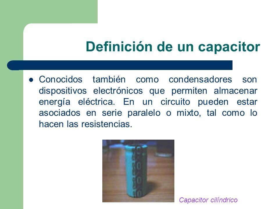 Definición de un capacitor Conocidos también como condensadores son dispositivos electrónicos que permiten almacenar energía eléctrica. En un circuito