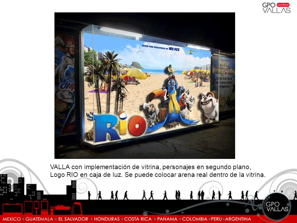 VALLA con implementación de vitrina, personajes en segundo plano, Logo RIO en caja de luz. Se puede colocar arena real dentro de la vitrina.