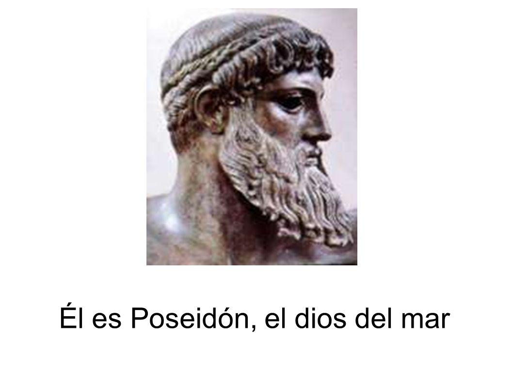 Él es Poseidón, el dios del mar