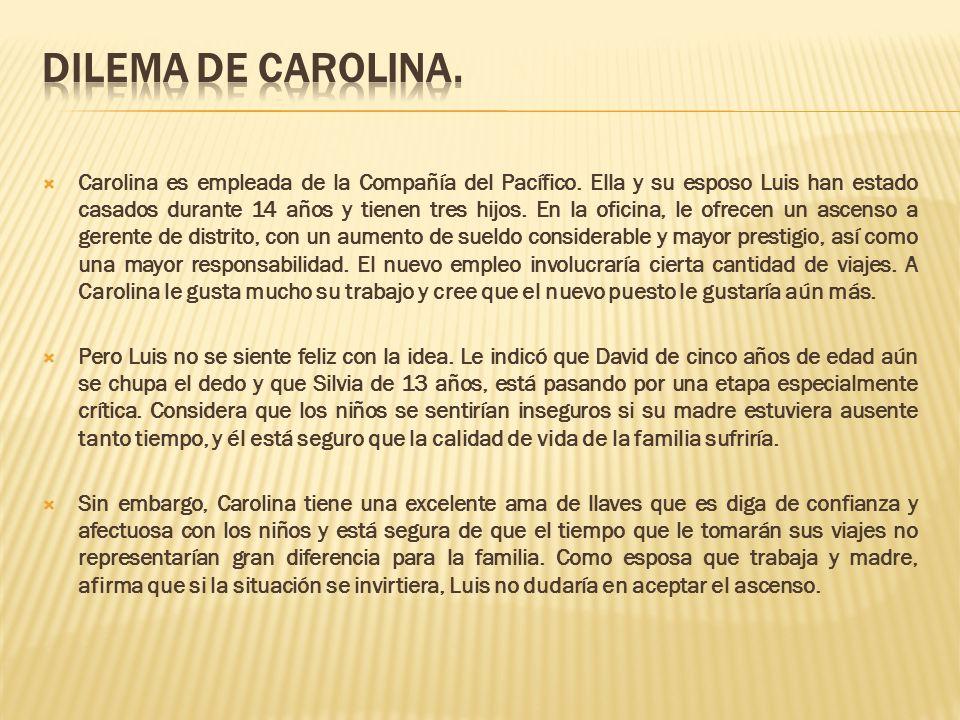 Carolina es empleada de la Compañía del Pacífico. Ella y su esposo Luis han estado casados durante 14 años y tienen tres hijos. En la oficina, le ofre