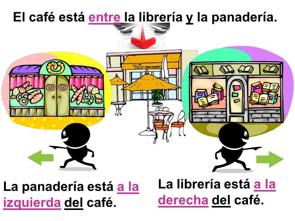 El café está entre la librería y la panadería. La panadería está a la izquierda del café. La librería está a la derecha del café.