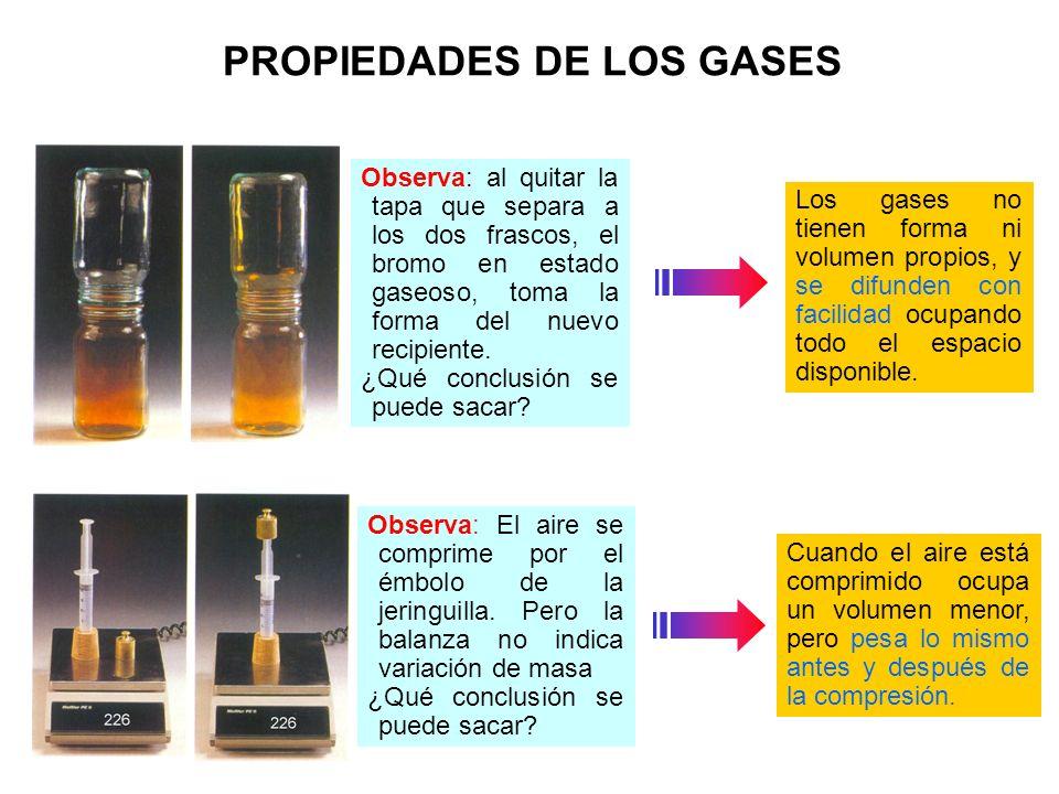 PROPIEDADES DE LOS GASES Observa: al quitar la tapa que separa a los dos frascos, el bromo en estado gaseoso, toma la forma del nuevo recipiente. ¿Qué