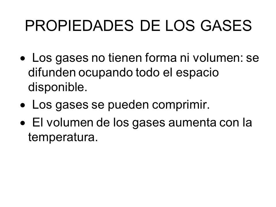 PROPIEDADES DE LOS GASES Los gases no tienen forma ni volumen: se difunden ocupando todo el espacio disponible. Los gases se pueden comprimir. El volu