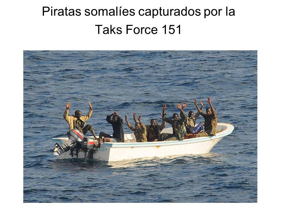 Piratas somalíes capturados por la Taks Force 151