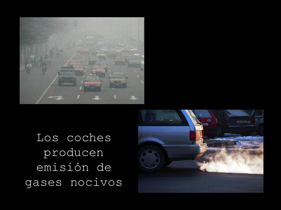 Los coches producen emisión de gases nocivos