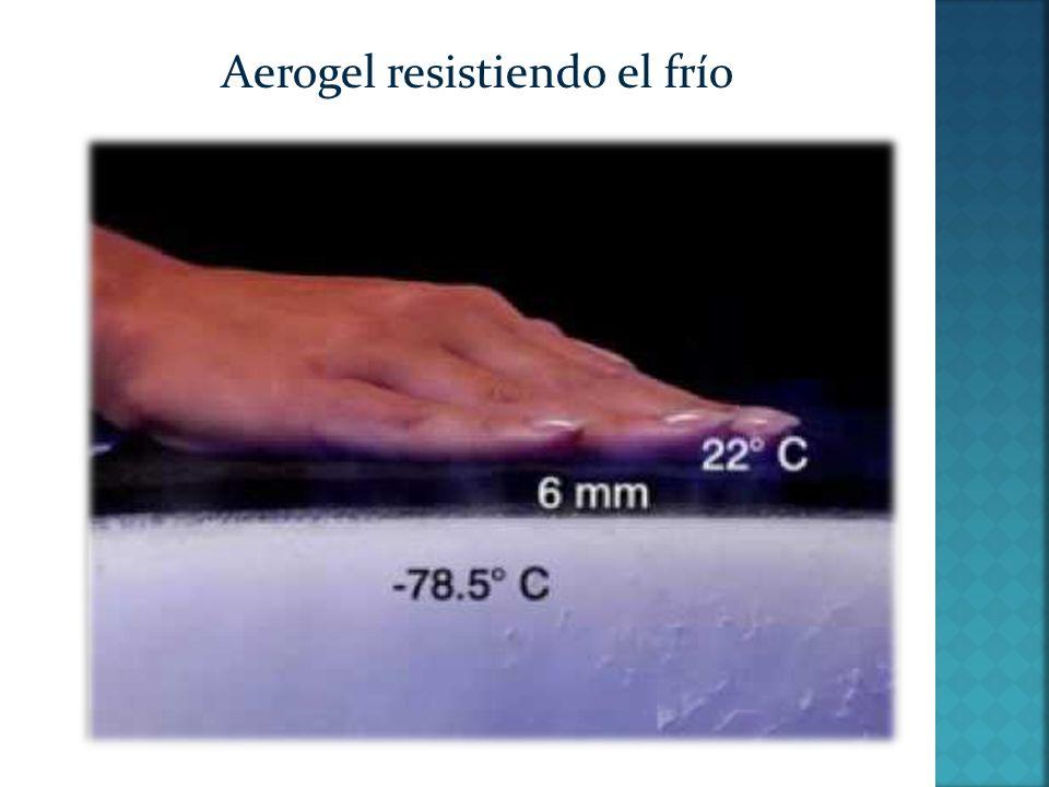 El aerogel puede servir como parachoques en automóviles, ya que amortigua los golpes en un 89% de intensidad Es utilizado en la construcción de condensadores eléctricos de gran tamaño o para la fabricación de raquetas de tenis al ser ultraligero.