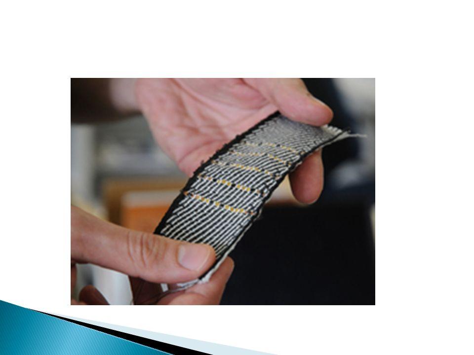 Químicas Una de las ventajas de estos materiales textiles inteligentes es que a pesar de la incorporación de los componentes electrónicos el tejido obtenido es elegante y fácilmente plegable.