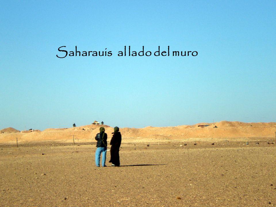 Soldados marroquíes controlando el muro