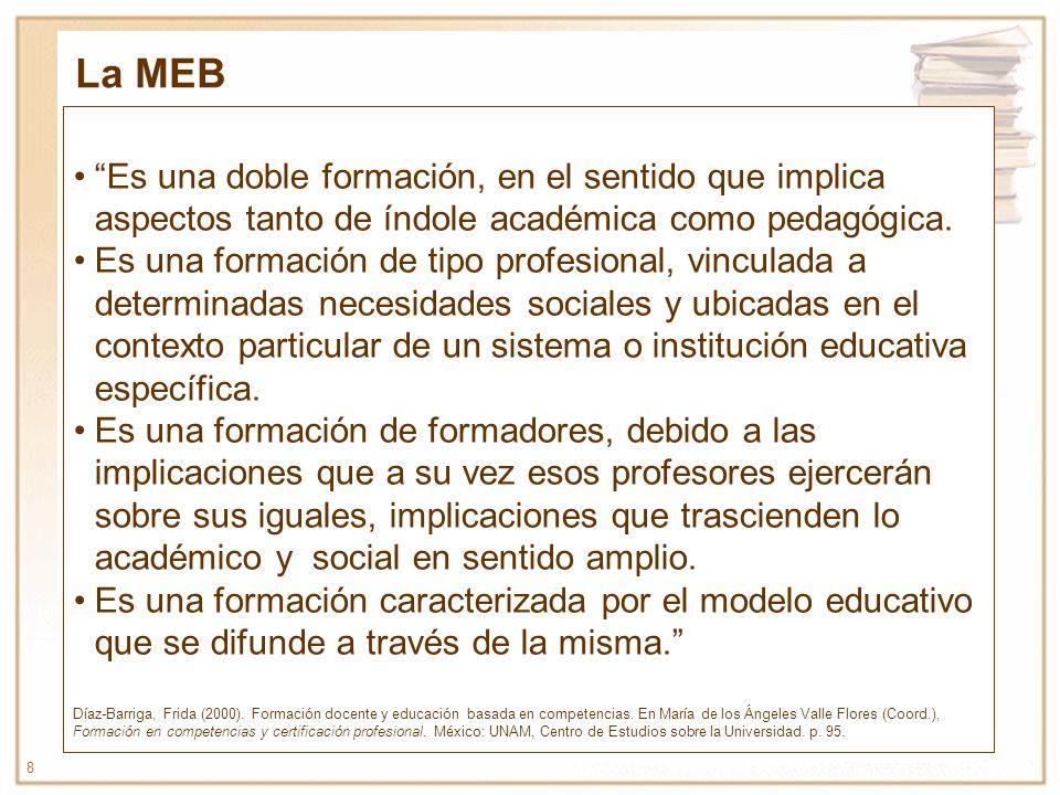 8 Es una doble formación, en el sentido que implica aspectos tanto de índole académica como pedagógica. Es una formación de tipo profesional, vinculad