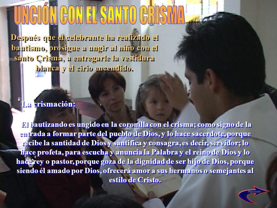 El bautizando es ungido en la coronilla con el crisma; como signo de la entrada a formar parte del pueblo de Dios, y lo hace sacerdote, porque recibe