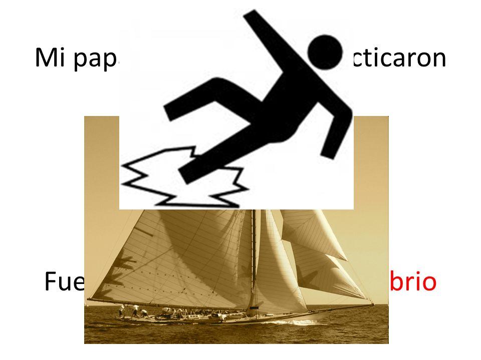 Mi papá y mi hermano practicaron el velero. Fue difícil mantener su equilibrio en el bote!