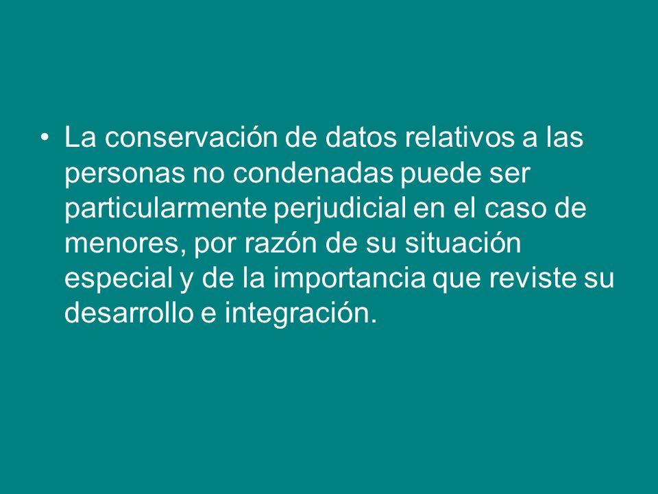 La conservación de datos relativos a las personas no condenadas puede ser particularmente perjudicial en el caso de menores, por razón de su situación