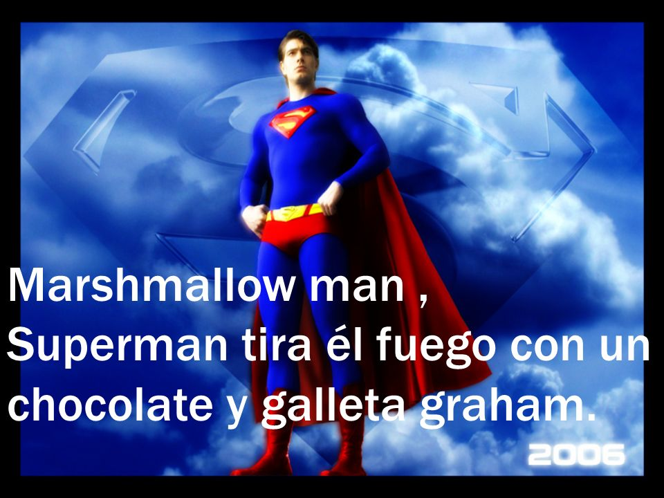 Marshmallow man, Superman tira él fuego con un chocolate y galleta graham.