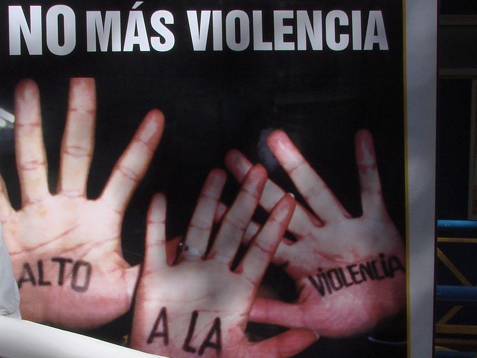 La violencia cultural incluye aquellos aspectos de una cultura que legitimizan la violencia y la hacen parecer como un medio aceptable para responder