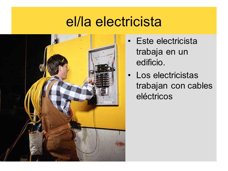 el/la electricista Este electricista trabaja en un edificio. Los electricistas trabajan con cables eléctricos