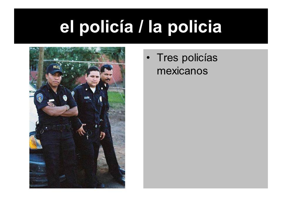 el policía / la policia Tres policías mexicanos