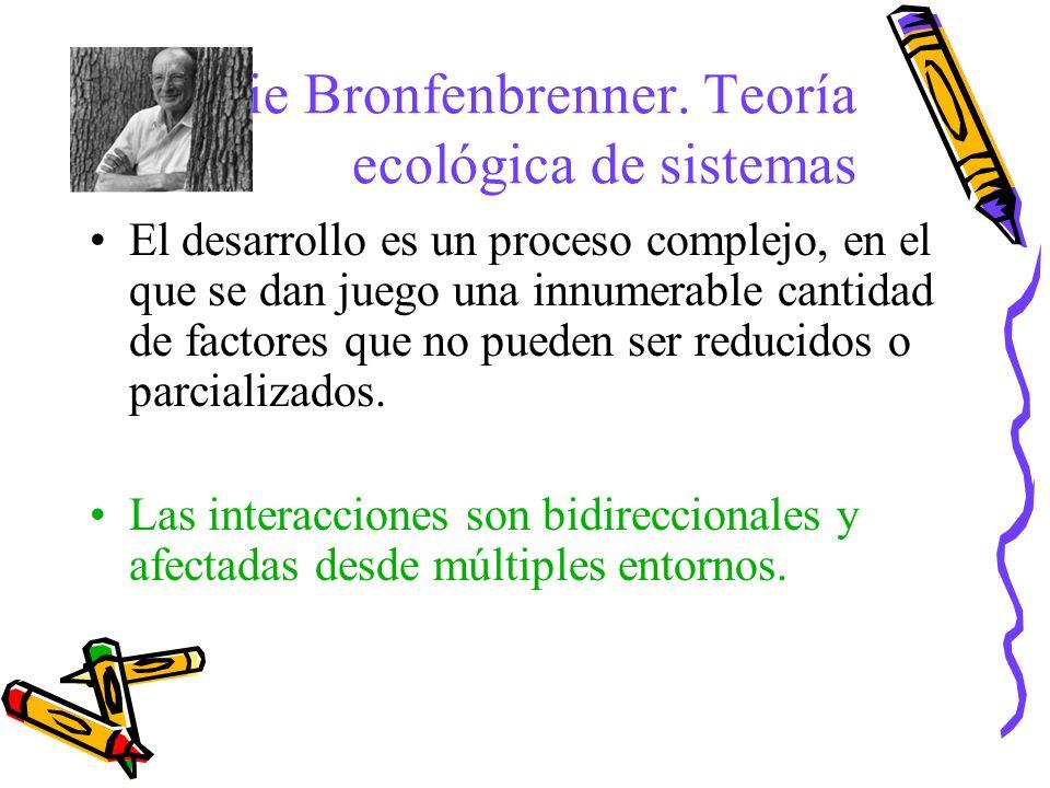 Urie Bronfenbrenner. Teoría ecológica de sistemas El desarrollo es un proceso complejo, en el que se dan juego una innumerable cantidad de factores qu