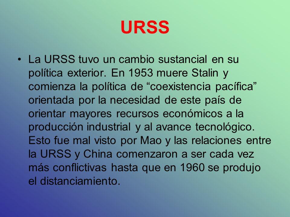 URSS La URSS tuvo un cambio sustancial en su política exterior. En 1953 muere Stalin y comienza la política de coexistencia pacífica orientada por la