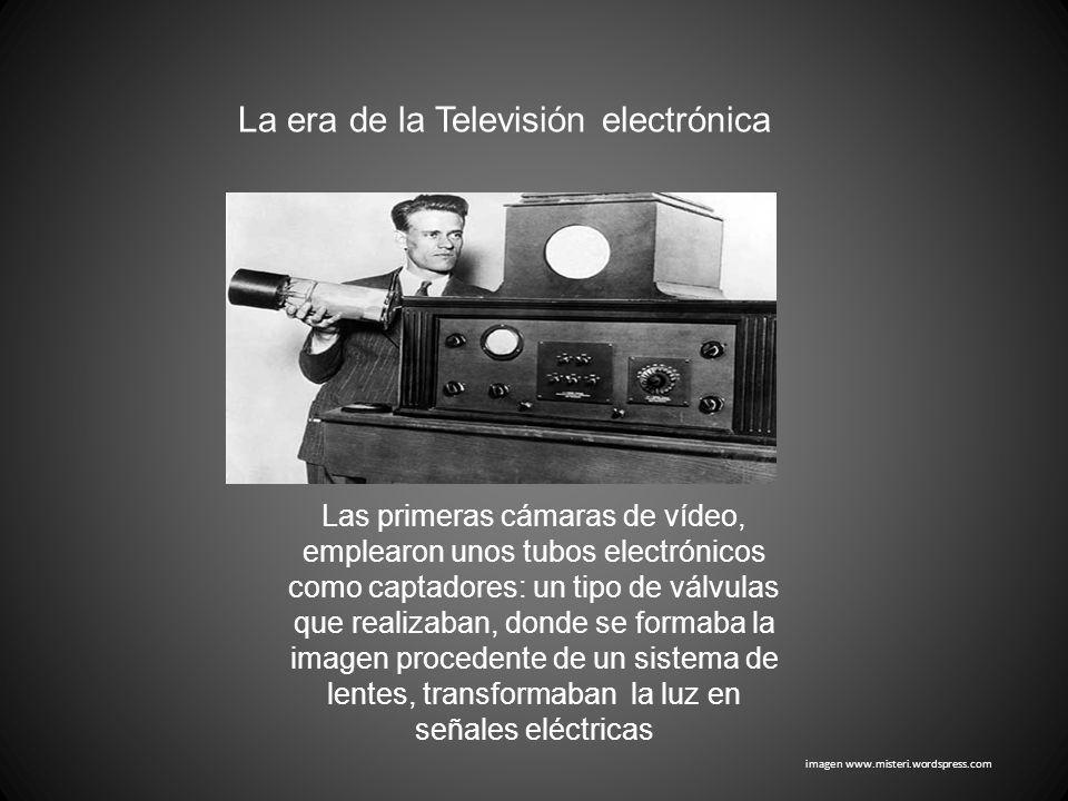 Las primeras cámaras de vídeo, emplearon unos tubos electrónicos como captadores: un tipo de válvulas que realizaban, donde se formaba la imagen proce