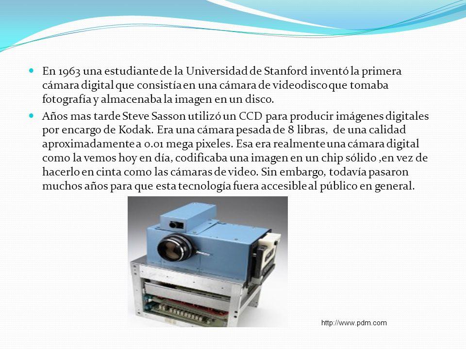 En 1963 una estudiante de la Universidad de Stanford inventó la primera cámara digital que consistía en una cámara de videodisco que tomaba fotografía