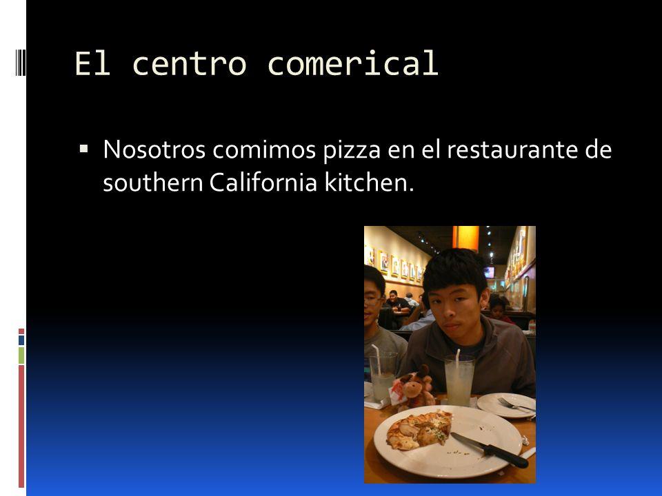 El centro comerical Nosotros comimos pizza en el restaurante de southern California kitchen.