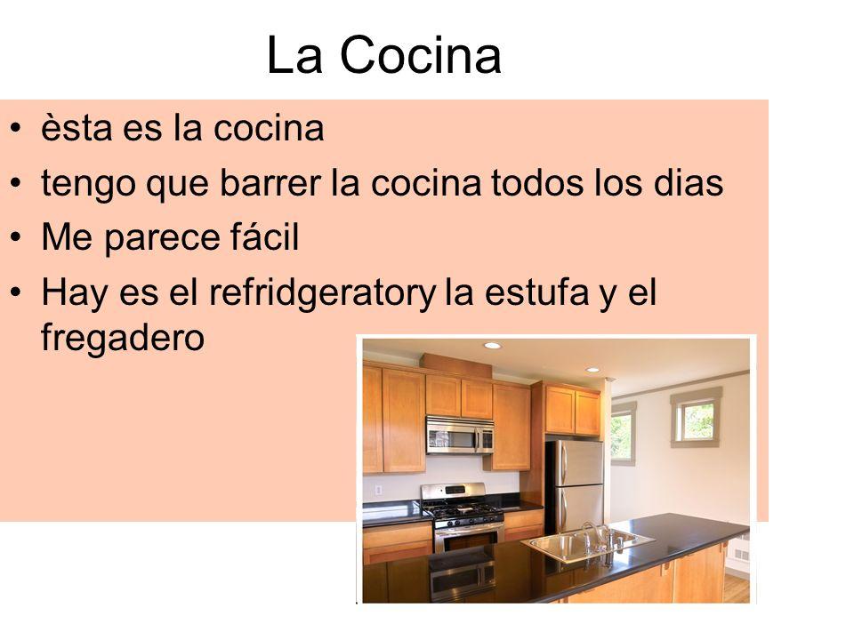 La Cocina èsta es la cocina tengo que barrer la cocina todos los dias Me parece fácil Hay es el refridgeratory la estufa y el fregadero