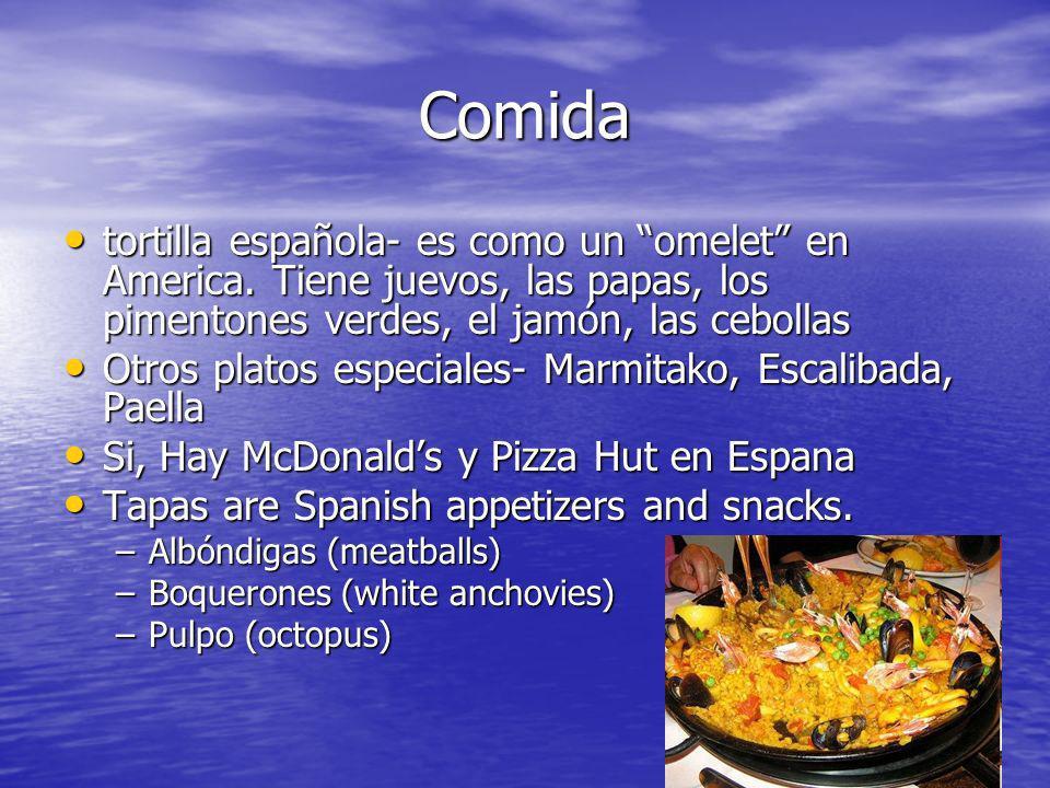 Comida tortilla española- es como un omelet en America. Tiene juevos, las papas, los pimentones verdes, el jamón, las cebollas tortilla española- es c