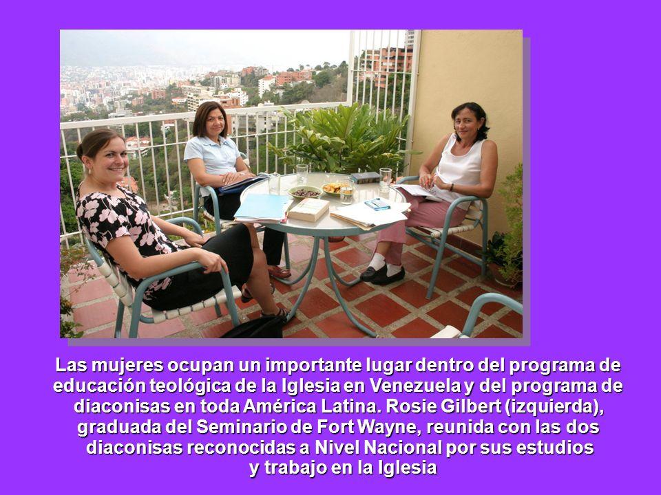 Las mujeres ocupan un importante lugar dentro del programa de educación teológica de la Iglesia en Venezuela y del programa de diaconisas en toda Amér