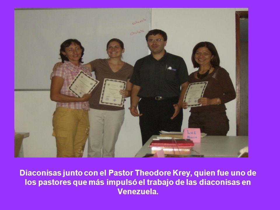 Diaconisas junto con el Pastor Theodore Krey, quien fue uno de los pastores que más impulsó el trabajo de las diaconisas en Venezuela.