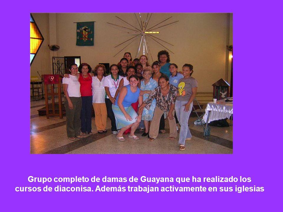 Grupo completo de damas de Guayana que ha realizado los cursos de diaconisa. Además trabajan activamente en sus iglesias