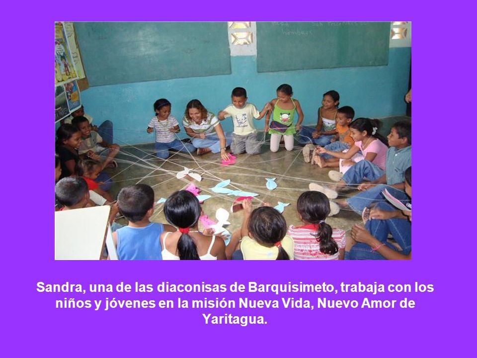 Sandra, una de las diaconisas de Barquisimeto, trabaja con los niños y jóvenes en la misión Nueva Vida, Nuevo Amor de Yaritagua.
